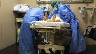 أزمة وباء كوفيد-19 في إسبانيا تضرب وحدة العناية المركزة في فالنسيا