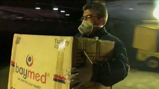 Covid-19: Türkiye'nin gönderdiği tıbbi malzeme yardımı İran'a ulaştı