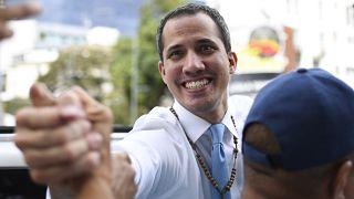 بومبيو يدعو غوايدو ومادورو لتشكيل حكومة انتقالية تنظم انتخابات جديدة في فنزويلا
