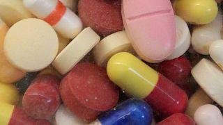 Koronavirüse karşı alınan ilaçların yan etkisi olabileceği uyarısı
