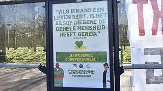 Hollandalı Türkler koronavirüsle savaşan ülkedeki sağlık personeline Kur'an'dan ayetle teşekkür etti