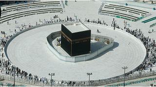 بسبب كورونا..السعودية تدعو المسلمين إلى التريث قبل إبرام عقود الحج والعمرة