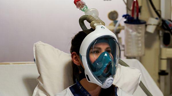 بیمارستانهای اروپایی از ماسک غواصی آماتور به جای ماسک اکسیژن استفاده میکنند