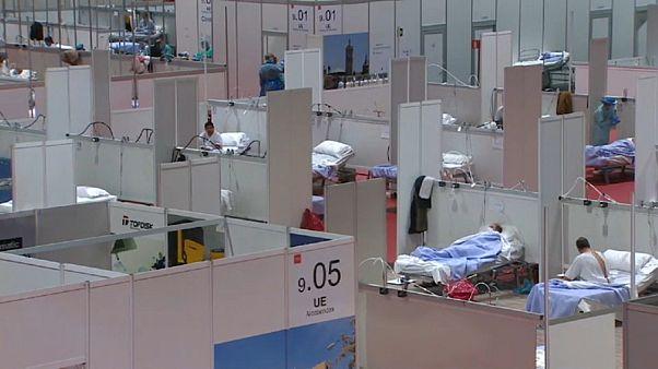 В Испании за сутки от коронавируса умерли 864 человека, это новый антирекорд - власти