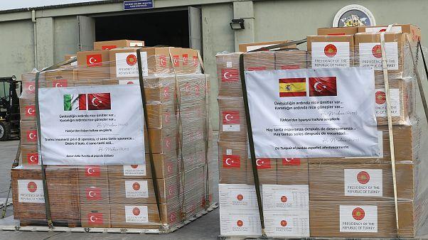 Türkiye, yeni tip koronavirüsle mücadeleye destek amacıyla İspanya ve İtalya'ya tıbbi yardım gönderdi