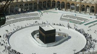 Müslümanların en kutsal mekanı Kabe, koronavirüsle mücadele nedeniyle boşaltıldı