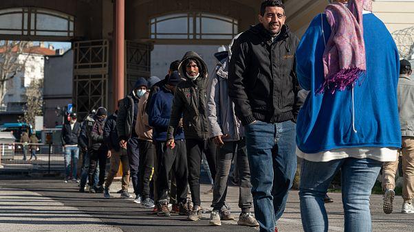 Coronavirus: io, lavoratore stagionale rumeno bloccato senza tetto in un limbo