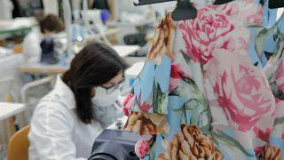 A divatvilág is küzd a koronavírus-válság ellen