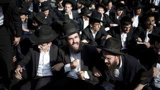 İsrail'de güvenlik güçlerine karşı çıkan Ultra-Ortodoks Yahudiler