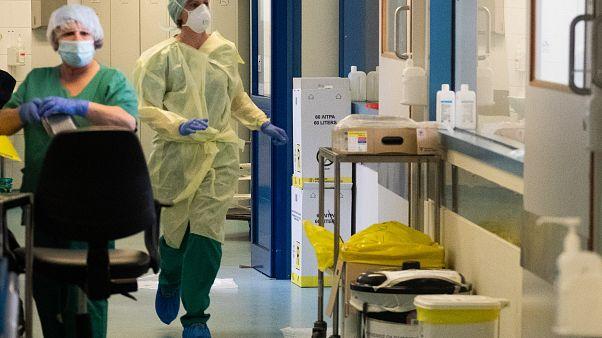 Ιατρικό και νοσηλευτικό προσωπικό στον αγώνα κατά του κορωνοϊού  // Medical and healthcare workers in the struggle to tackle coronavirus.
