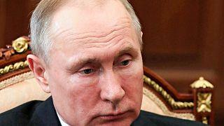 Θετικός στον COVID-19 γιατρός που είχε χειραψία με τον Πούτιν