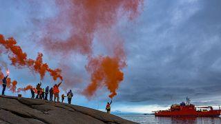 Avustralya'nın Antarktik misyonu çalışanları ayrılan gemiyi uğurluyor, 20 Şubat 2020