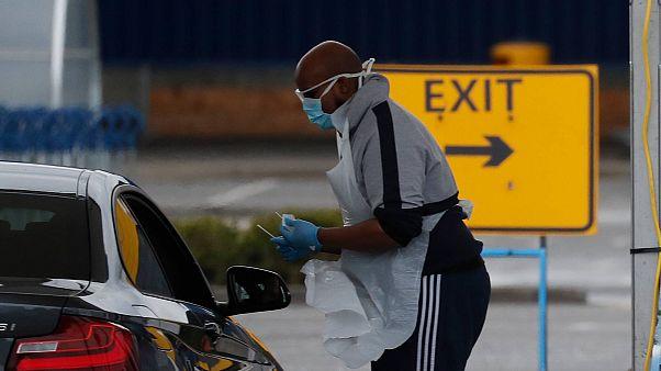 Testzentren auf Parkplätzen: Europa kämpft gegen Covid-19
