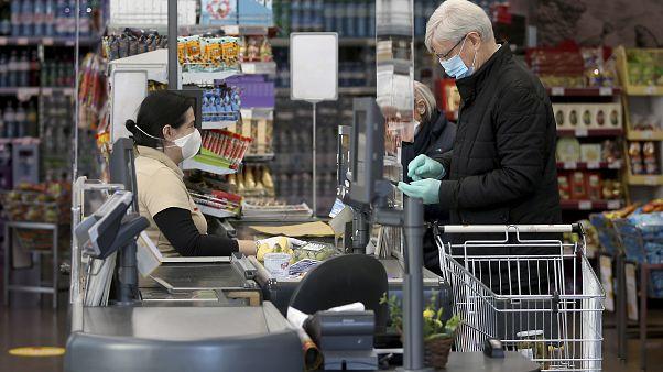 Áustria impõe uso de máscaras em lojas e transportes públicos