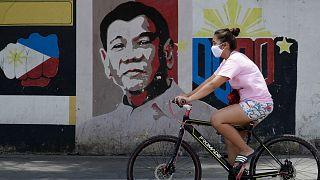 رئيس الفلبين يأمر بإطلاق النار وقتل أي شخص يخرق قواعد العزل بسبب فيروس كورونا