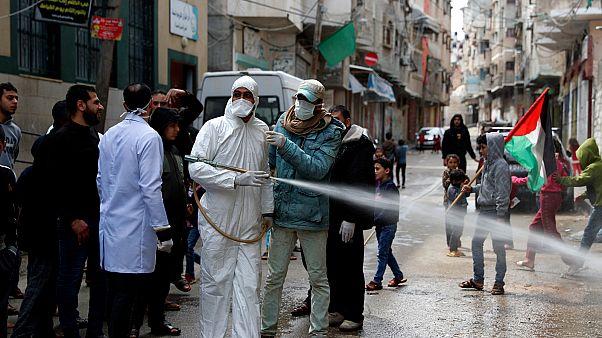 هل هناك تعاون فلسطيني إسرائيلي لمواجهة كورونا؟