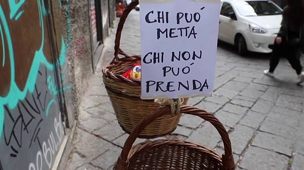 سلال المواد الغذائية .. مبادرات إيطالية لمساعدة الفقراء جراء كورونا