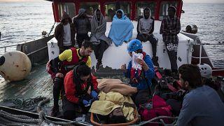 المنظمة الدولية للهجرة تنقذ أكثر من 250 مهاجرا في الصحراء قرب ليبيا