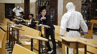 Ultra-ortodox rabbikat vettek őrizetbe Izraelben