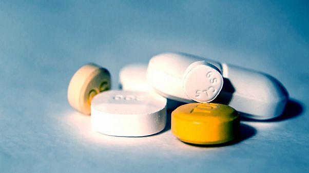 فرانسه نسبت به عوارض جانبی برخی داروهای کمک درمانی کرونا هشدار داد
