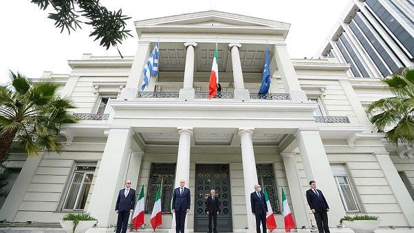 ΥΠΕΞ Ελλάδας: Συμβολική τελετή σε ένδειξη συμπαράστασης στην Ιταλία