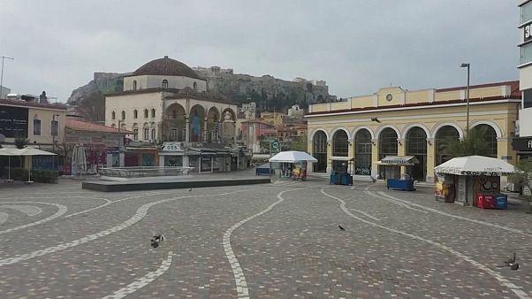 العاصمة اليونانية فارغة بسبب الحظر الذي فرضته الحكومة في سبيل مكافحة عدوى فيروس كورونا الجديد