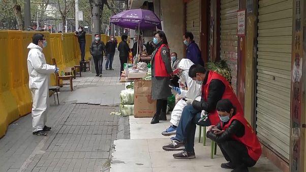 À Wuhan, les commerçants reprennent progressivement leur activité