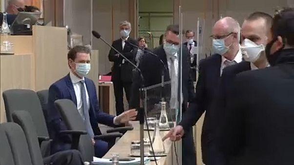 Az osztrák parlamentben is kötelező a maszk