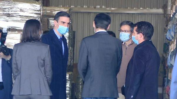 Pedro Sánchez visita la fábrica de Madrid que suministrará 5.000 respiradores a Sanidad