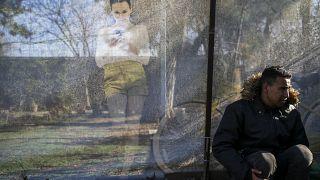 Yunanistan'a geçmek isteyen bir göçmen (Arşive)