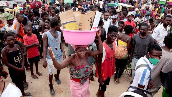 Covid-19: Polícia e militares fiscalizam quarentena em Luanda que muitos continuam a ignorar