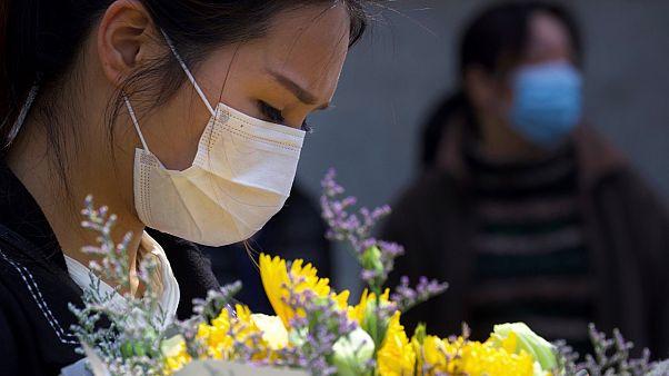 Τίμησαν τους «μάρτυρες» - Σε εγρήγορση για τυχόν νέο κύμα μολύνσεων