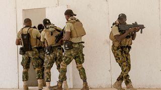جنود من نيجيريا يتدربوتحت إشراف قوات بريطانية خلال مناورات أمريكية جرت في السينغال - 2020/02/18