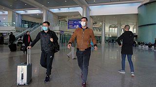 عودة أول فوج من الجزائريين العالقين في تركيا ووضعهم تحت الحجر بسبب وباء كورونا
