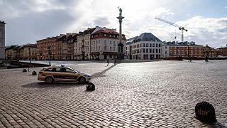 La police municipale fait des rondes à Varsovie en Pologne, le 14 mars 2020