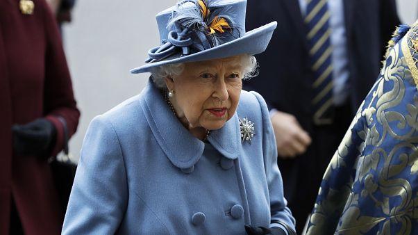 Isabel II faz discurso sobre coronavírus