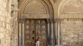 كنيسة القيامة بالقدس مغلقة في أحد الشعانين بسبب الإغلاق المفروض من إسرائيل إثر انتشار فيروس كورونا. 05/04/2020