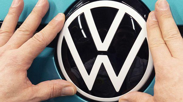 سه خودروساز آلمانی برای تشویق فاصله اجتماعی آرمهای خود را تغییر دادند
