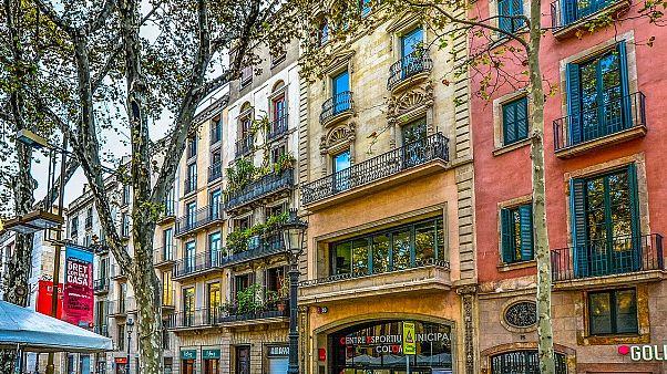 Βαρκελώνη: Μουσική, χορός, τραγούδια και...χειροκρότημα στα μπαλκόνια