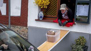راهکار رستوراندار آلمانی برای ادامه کسب و کارش در روزهای شیوع ویروس کرونا