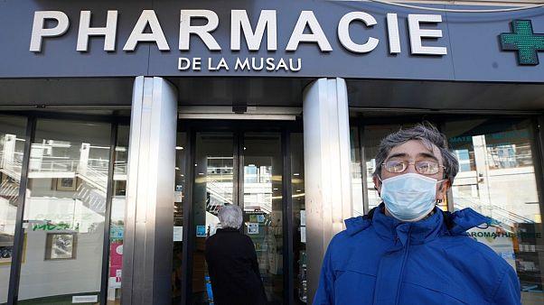 زنان فرانسوی خشونت خانگی را با رمز به داروخانه خبر میدهند