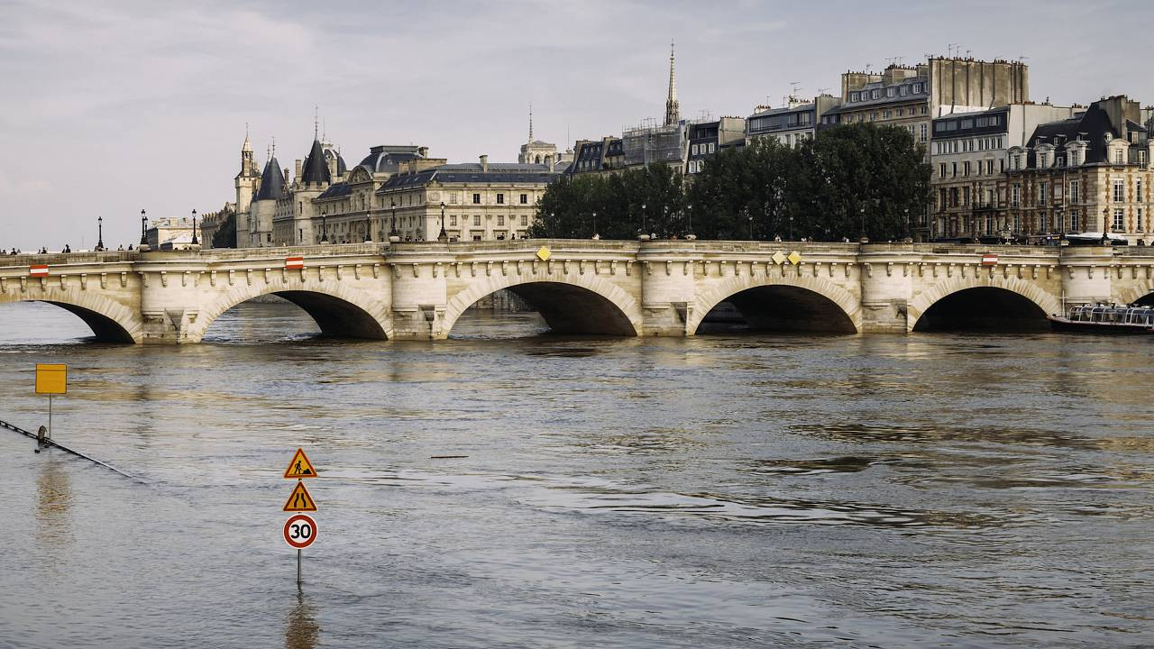 How can big cities adapt to risks of floods?