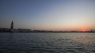 شاهد: مدينة البندقية الإيطالية فارغة خلال ساعات الفجر الأولى