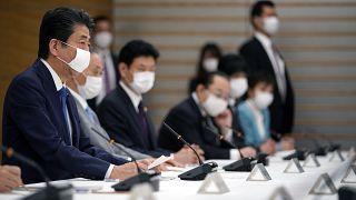 Japonya'da Covid-19 nedeniyle ölü sayısı 100'ü geçti, 7 kentte acil durum ilan edilelecek