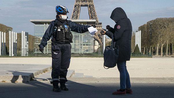 نگرانی از افشای اطلاعات؛ فرانسه نسخه دیجیتالی گواهی «خروج اضطراری از خانه» را ارائه کرد