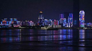 Wuhan feiert mit Lightshow das Ende von 11 Wochen Shutdown