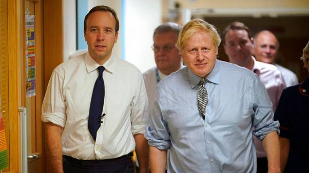 وخامت حال جانسون؛ نخست وزیر بریتانیا با ماسک اکسیژن نفس میکشد