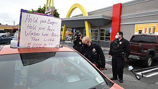 ΗΠΑ - Covid -19:Διαμαρτυρία στα McDonald's μετά το θετικό κρούσμα σε υπάλληλο