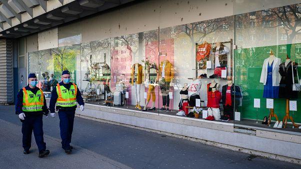 Vásárlók nélkül egy üzlet Székesfehérváron