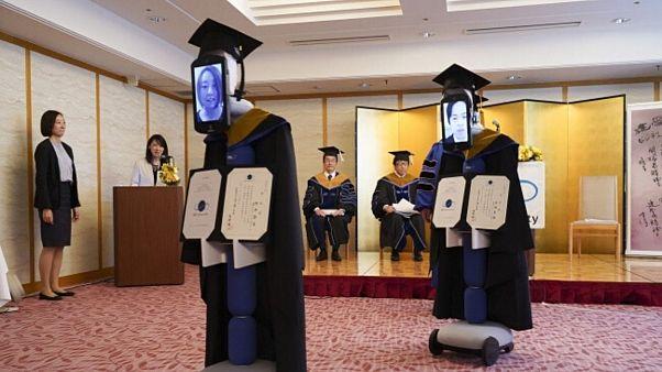 رباتهایی که دانشجویان ژاپنی را فارغالتحصیل کردند